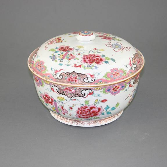 FAMILLE ROSE TUREEN & COVER