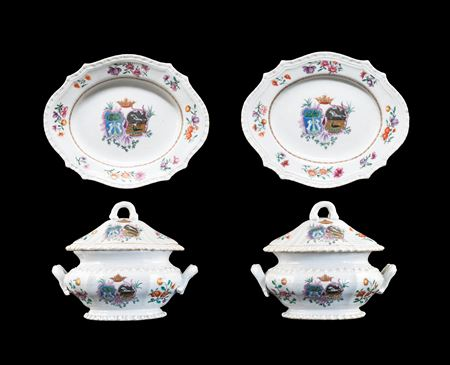 Pair of Chinese Armorial porcelain sauce tureens, covers & stands