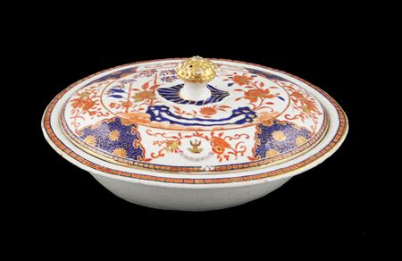 CHINESE IMARI VEGETABLE TUREEN & COVER WITH ARMORIAL