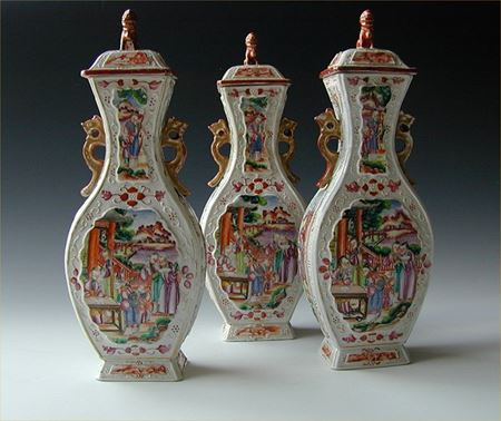 SET OF THREE chinese export porcelain MANDARIN VASES