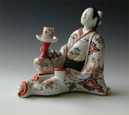 JAPANESE IMARI FIGURE OF A BIJIN