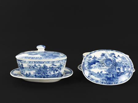 pair of Chinese Nanking blue and white buttertubs