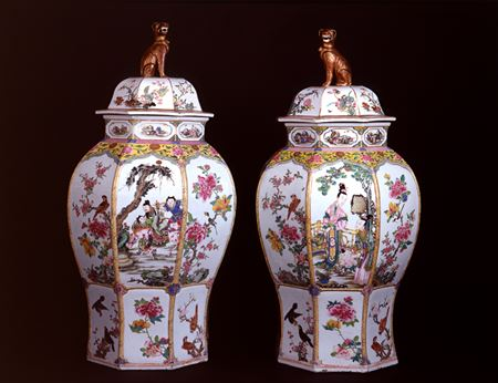 LARGE PAIR OF FAMILLE ROSE VASES AND COVERS