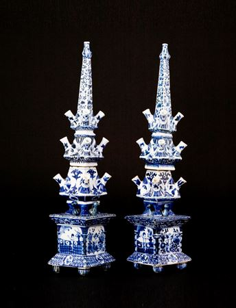Sold: Pair of Chinese export porcelain tulipieres