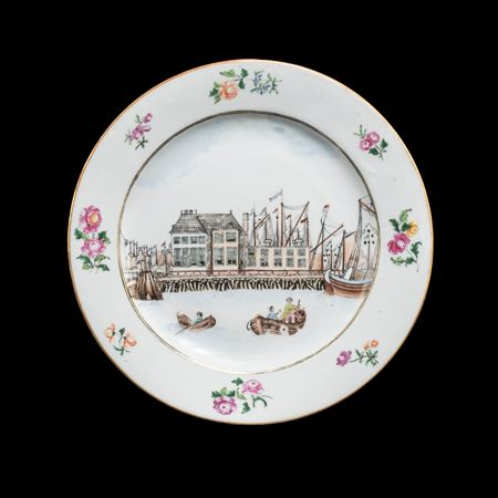 chinese export porcelain famille rose plate with a view of the nieuwe stadsherberg in Amsterdam