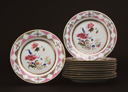 set of 12 chinese export porcelain famille rose dinner plates
