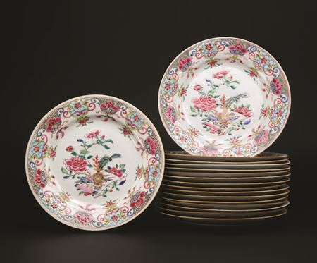 set of 17 chinese export porcelain famille rose dinner plates