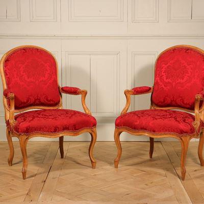 Paire de fauteuils de Louis Delanois