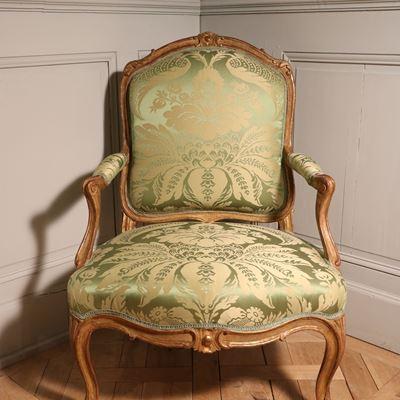 Ensemble de quatre rares fauteuils à la reine en bois doré estampillé Tilliard