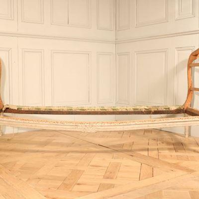 Lit d'alcôve en bois laqué