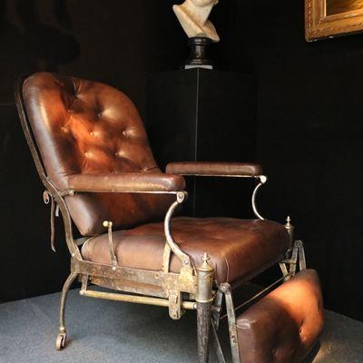 Exceptionnel fauteuil à mécanisme en métal