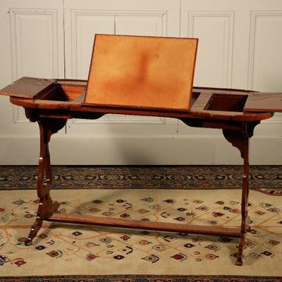 Table-liseuse dans le goût de Canabas vers 1780