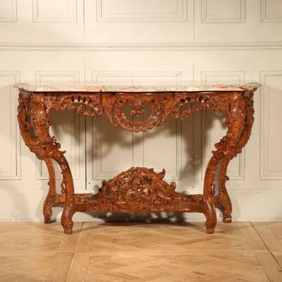 Exceptionnelle console en bois de chêne richement sculptée