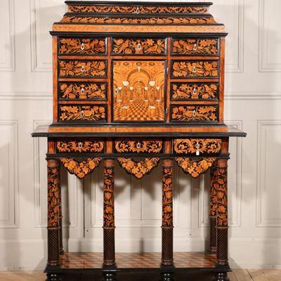 Cabinet marqueté de bois d'ébène