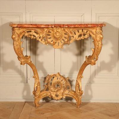 Console d'applique en bois doré richement sculptée