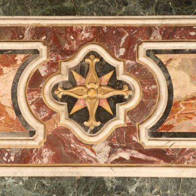 Panneau de parement d'autel en marbres polychromes