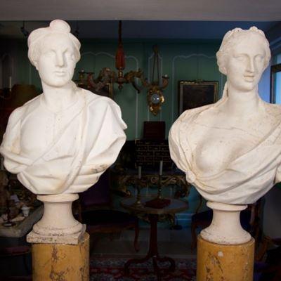 Paire de bustes en marbre de Carrare