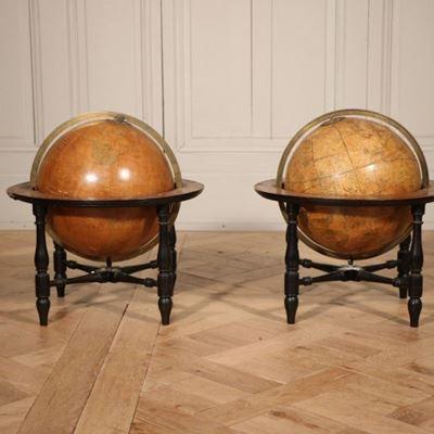 Paire de globes écossais