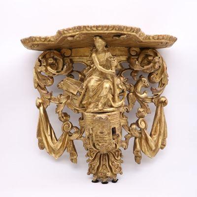 Exceptionnelle console d'applique en bois doré représentant l'allégorie de la Marine