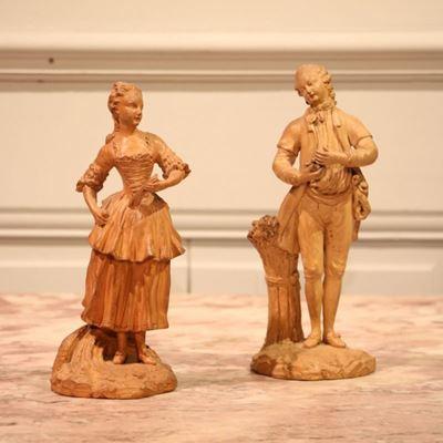 Paire de terres cuites représentant un homme et une femme