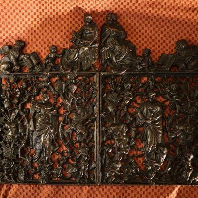 Ensemble de deux grilles en bronze représentant les portes miniatures de la Loggetta de Sansovino à Venise