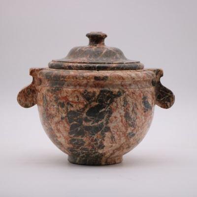 Pot couvert à l'antique