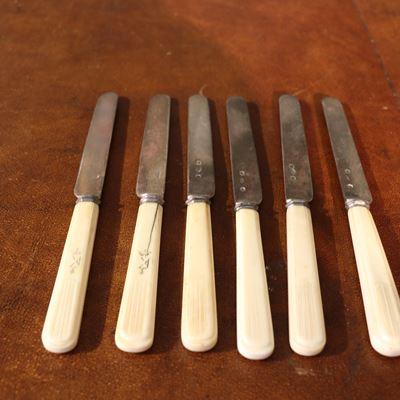 12 couteaux