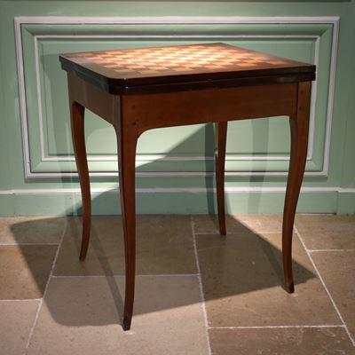 Petite table à jeux attribuée à Gilles Joubert