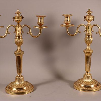 Paire de candélabres à deux bras de lumière en bronze ciselé