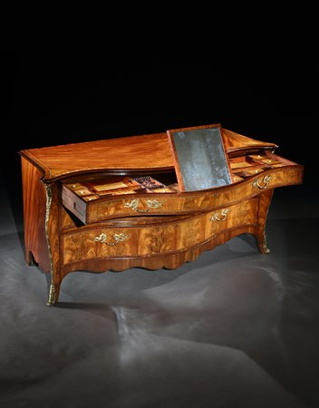 A GEORGE III MAHOGANY COMMODE ATTRIBUTED TO HENRY HILL