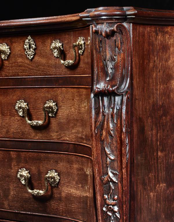 AN IMPORTANT GEORGE II SERPENTINE MAHOGANY COMMODE ATTRIBUTED TO WILLIAM GOMM & SON & CO