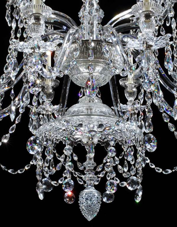 A GEORGE III CUT GLASS EIGHT LIGHT CHANDELIER ATTRIBUTED TO WILLIAM PARKER & SON