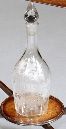 A GEORGE II MAGNUM PORT DECANTER