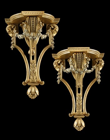 A PAIR OF GEORGE III GILTWOOD BRACKETS ATTRIBUTED TO GILLOWS OF LANCASTER