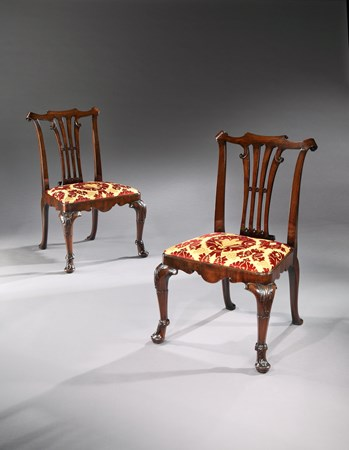 A PAIR OF GEORGE II MAHOGANY SIDE CHAIRS ATTRIBUTED TO WILLIAM HALLETT