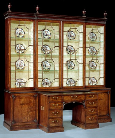 A MAGNIFICENT GEORGE III MAHOGANY BREAKFRONT LIBRARY BOOKCASE ATTRIBUTED TO THOMAS CHIPPENDALE