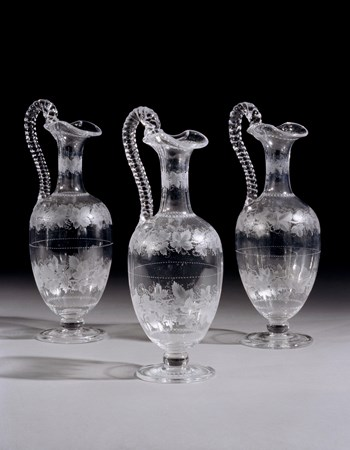 A SET OF THREE VICTORIAN ENGRAVED CLARET JUGS