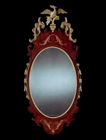 AN AMERICAN GEORGE III PERIOD MAHOGANY AND PARCEL GILT MIRROR