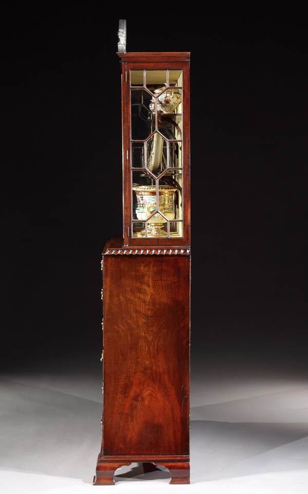A GEORGE III MAHOGANY SECRÉTAIRE DISPLAY CABINET