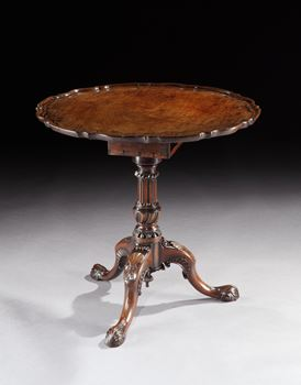 A GEORGE II MAHOGANY TRIPOD TABLE WITH PIECRUST EDGE