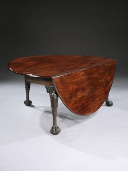 A LARGE IRISH GEORGE II MAHOGANY DROP-LEAF TABLE