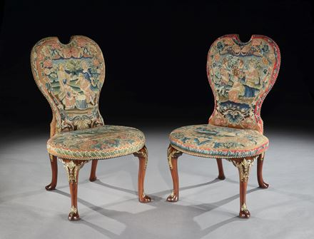 A PAIR OF GEORGE II MAHOGANY SIDE CHAIRS ATTRIBUTED TO PETER ALEXANDER