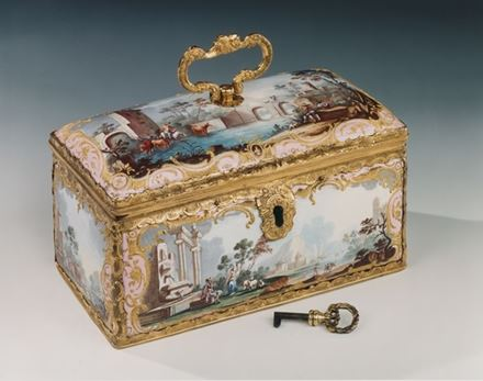 A RARE GEORGE III FITTED ENAMEL TEA CASKET
