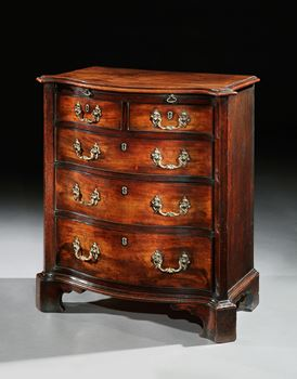 A GEORGE II MAHOGANY SERPENTINE CHEST OF DRAWERS OF SMALL SCALE