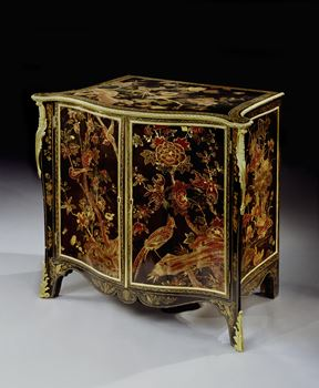 A GEORGE III LACQUER COMMODE