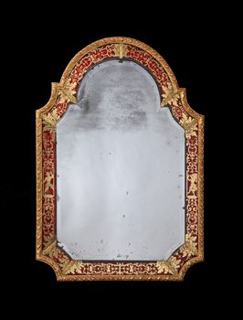 A QUEEN ANNE VERRE ÉGLOMISÉ BORDER GLASS MIRROR