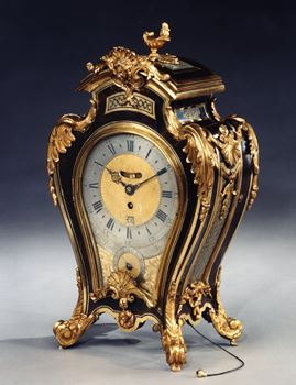 A RARE GEORGE II ORMOLU MOUNTED BROWN AND BLUE TORTOISESHELL BRACKET CLOCK, BY RICHARD VICK, LONDON