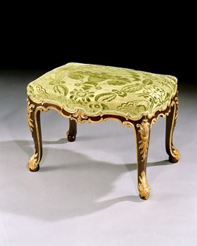 A GEORGE II PARCEL GILT MAHOGANY STOOL ATTRIBUTED TO WRIGHT AND ELWICK