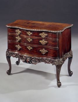 AN IRISH GEORGE III CARVED MAHOGANY COMMODE