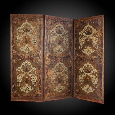 A polychrome leather folding screen, 3 panels, France, 18th century (163 cm high, each panel : 60 cm wide)